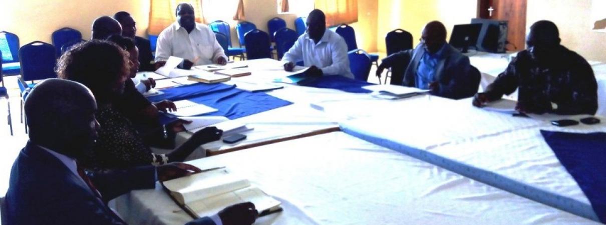 sgs-board-members in meeting